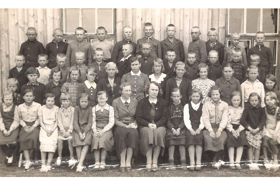 - Class Photo   - 1937  - Estonia